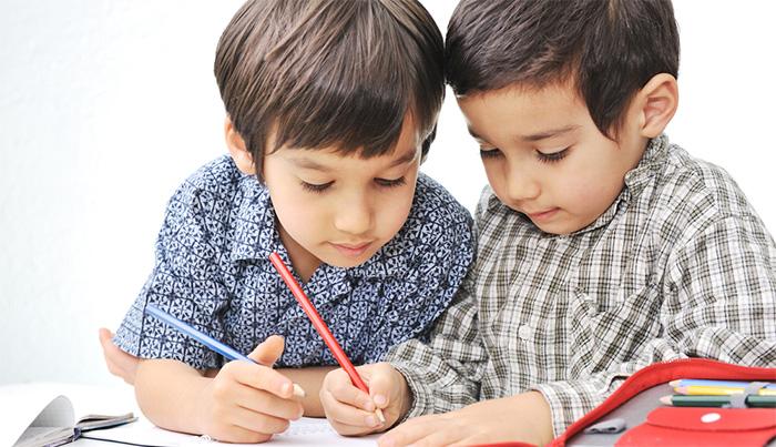 Niños escribiendo - Imagui